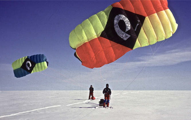 Icetrek-Polar-Expeditions-Kiting-across-